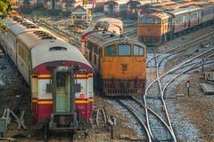 Gamla diesel- lokomotiv och drev i Bangkok Arkivfoton