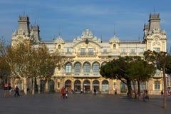 Gamla egenar som bygger i Barcelona, Spanien Royaltyfria Foton