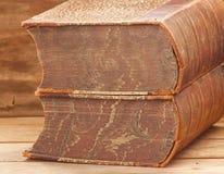 Gamla encyklopedier Arkivfoto