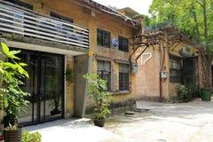 Gamla fabrikshus i den redtory idérika trädgården, guangzhou, porslin Arkivbilder