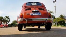 Gamla Fiat 500 L bakre sikt arkivbilder