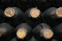 Gamla flaskor av vinrankan Arkivbild