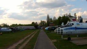 Gamla flygplan på flygmuseet i Kiev arkivfilmer