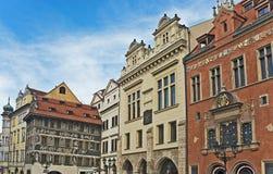 Gamla fyrkantiga byggnader för stad, Prague, Tjeckien Arkivfoto