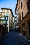 Gamla gata och byggnader, Florence Arkivfoto