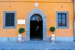 Gamla gator av Lucca, Italien Arkivfoton