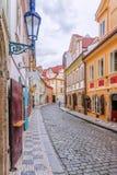 Gamla gator av Prague, Tjeckien royaltyfri foto