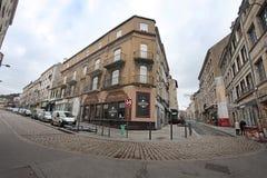 Gamla gator i St Etienne, Frankrike royaltyfri bild