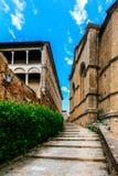 Gamla gator och hus av Pienza, Tuscany, Italien royaltyfria foton