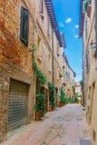 Gamla gator och hus av Pienza, Tuscany, Italien arkivbild