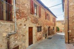 Gamla gator och hus av Pienza, Tuscany, Italien royaltyfria bilder