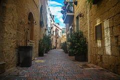 Gamla gator och hus i Birkirkara, Malta Royaltyfri Bild