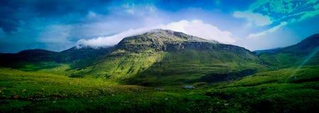 Gamla gröna kullar fotografering för bildbyråer