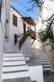 Gamla grekiska skiathos för stadgatagränd Royaltyfria Bilder