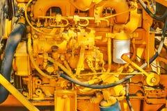 Gamla gula dieselmotordetaljer Royaltyfria Bilder