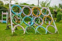 Gamla gummihjul för jämviktsutbildning royaltyfria foton