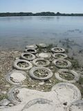 Gamla gummihjul som en bana Arkivfoton