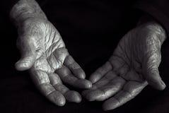 Gamla händer i svartvitt Royaltyfri Fotografi
