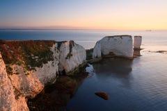 Gamla Harry Rocks i Dorset. Arkivfoton