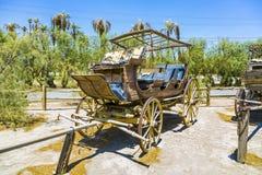 Gamla historiska etappvagnar på Royaltyfria Bilder