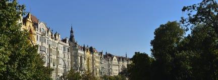 gamla historiska fasader av Prague Royaltyfri Foto