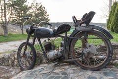 Gamla historiska motorcykelvärdesaker Royaltyfria Foton