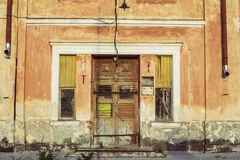 Gamla historiska wood dörrar Arkivfoto
