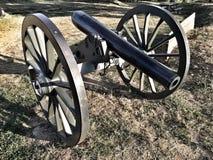 Gamla hjul för vagn för Tid krigkanon Arkivfoton