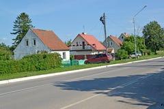 Gamla hus av den tyska konstruktionen på den Sovetskaya gatan Royaltyfri Bild
