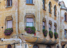 Gamla hus för stadmitt i den romanian västra staden Timisoara Arkivfoto