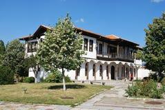 Gamla hus från de bulgariska bergbyarna Royaltyfri Fotografi
