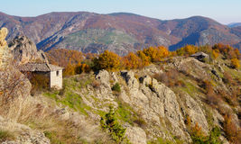 Gamla hus i berget lökformig Arkivbild