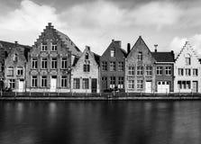 Gamla hus i Bruges Brugge, Belgien Royaltyfri Fotografi