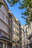 Gamla hus i den gamla hamnregionen i Marseille Royaltyfria Bilder