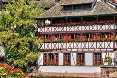 Gamla hus i området av La Petite France i Strasbourg Fotografering för Bildbyråer