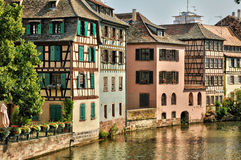 Gamla hus i området av La Petite France i Strasbourg Royaltyfria Foton