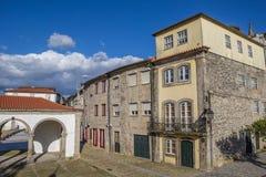 Gamla hus i Ponte da Barca Arkivbilder