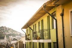 Gamla hus i Quito, Ecuador Royaltyfria Bilder