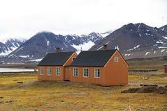 Gamla hus i Spitsbergen Royaltyfria Bilder