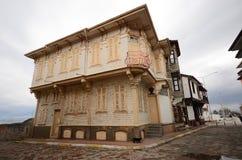 Gamla hus och gator i Mudanya royaltyfri fotografi