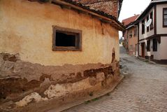 Gamla hus och gator i Tirilye royaltyfria foton