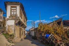 Gamla hus och gator i Tirilye royaltyfri fotografi