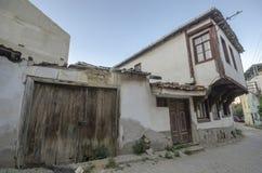 Gamla hus och gator i Tirilye royaltyfri bild
