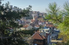 Gamla hus och gator i Tirilye royaltyfria bilder