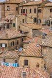 Gamla hus på kulleöverkanten av Volterra Royaltyfri Foto