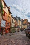 Gamla hus på mästaren Jacquet kvadrerar i Rennes av Frankrike royaltyfri bild