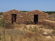 Gamla hus som göras av stenen i Sicilien Italien arkivbild
