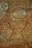 Gamla inskrifter i den Gautmanis grottan som lokaliseras på den Gauja floden i nationalparken av Sigulda, Lettland Arkivbild
