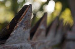 Gamla järnreservdelar med rost på den Royaltyfri Fotografi
