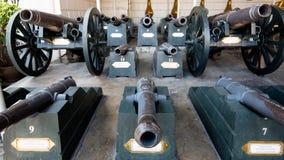 Gamla kanoner i Thailand Royaltyfri Bild